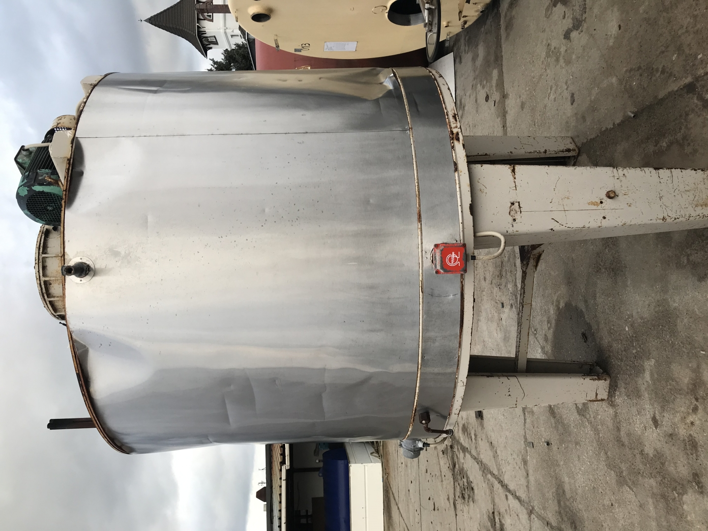 2300l insulated, heated stainless steel tank with agitator